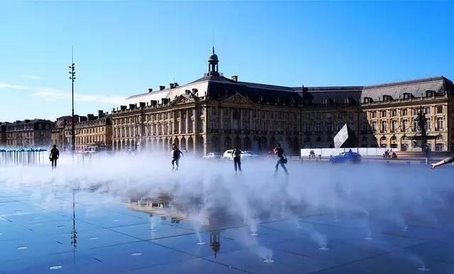 在这样的广场上,我不想跳舞…