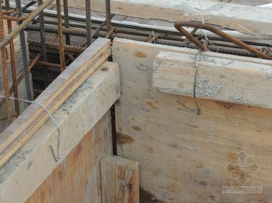 建筑工程预埋拉环式电梯井安全防护平台搭设