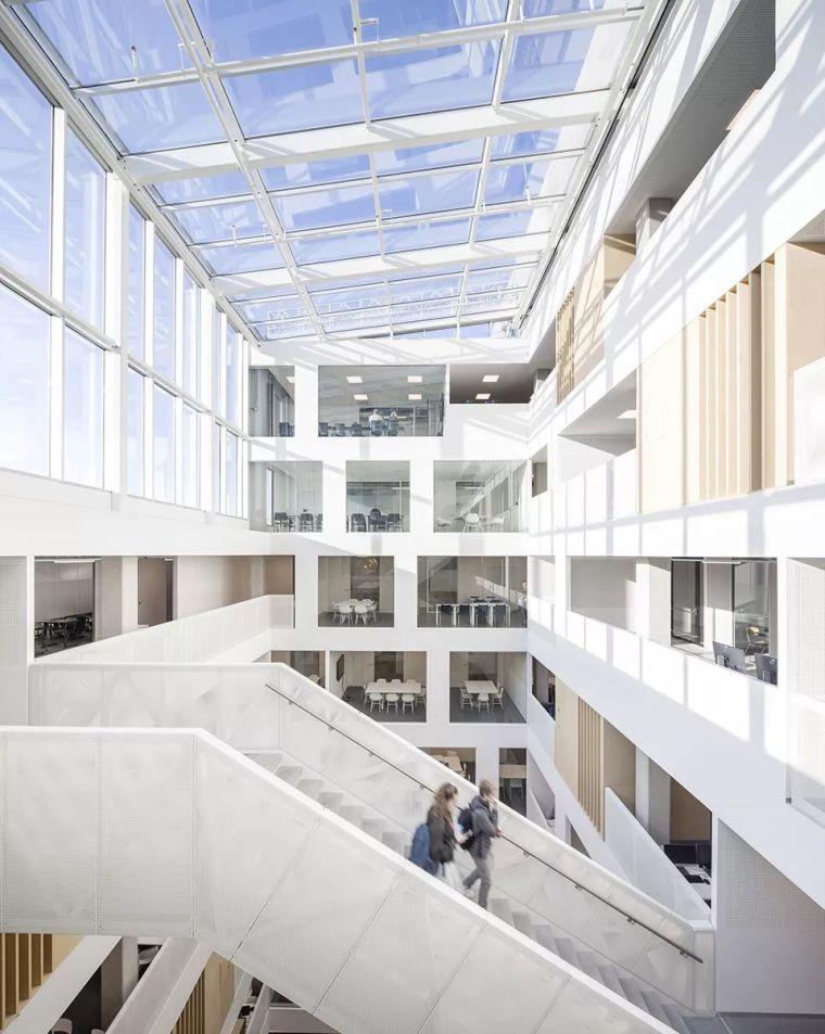 拥有一个霸道中庭的荷兰UTRECHT应用科学大学教学楼/SHL_12