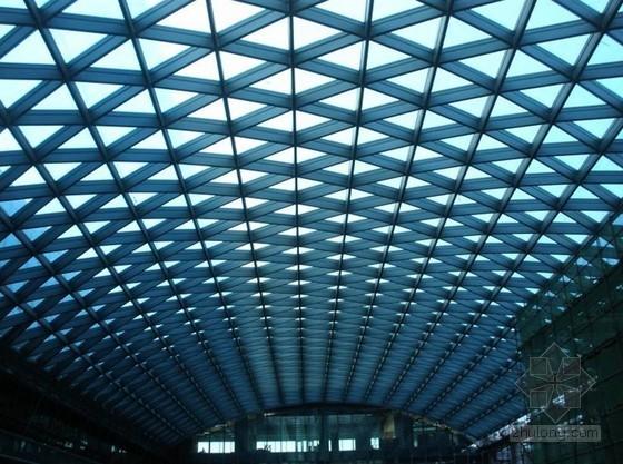 高空大跨度网壳结构拼装及斜轨累积滑移施工技术
