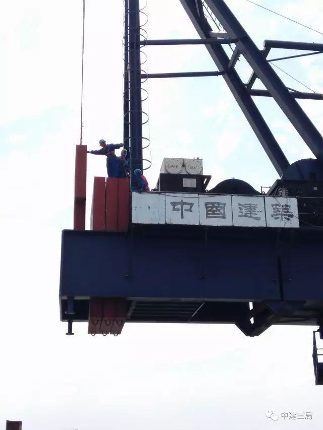 几百米高楼上的塔吊如何拆除?实际案例,有胆量请看完!!