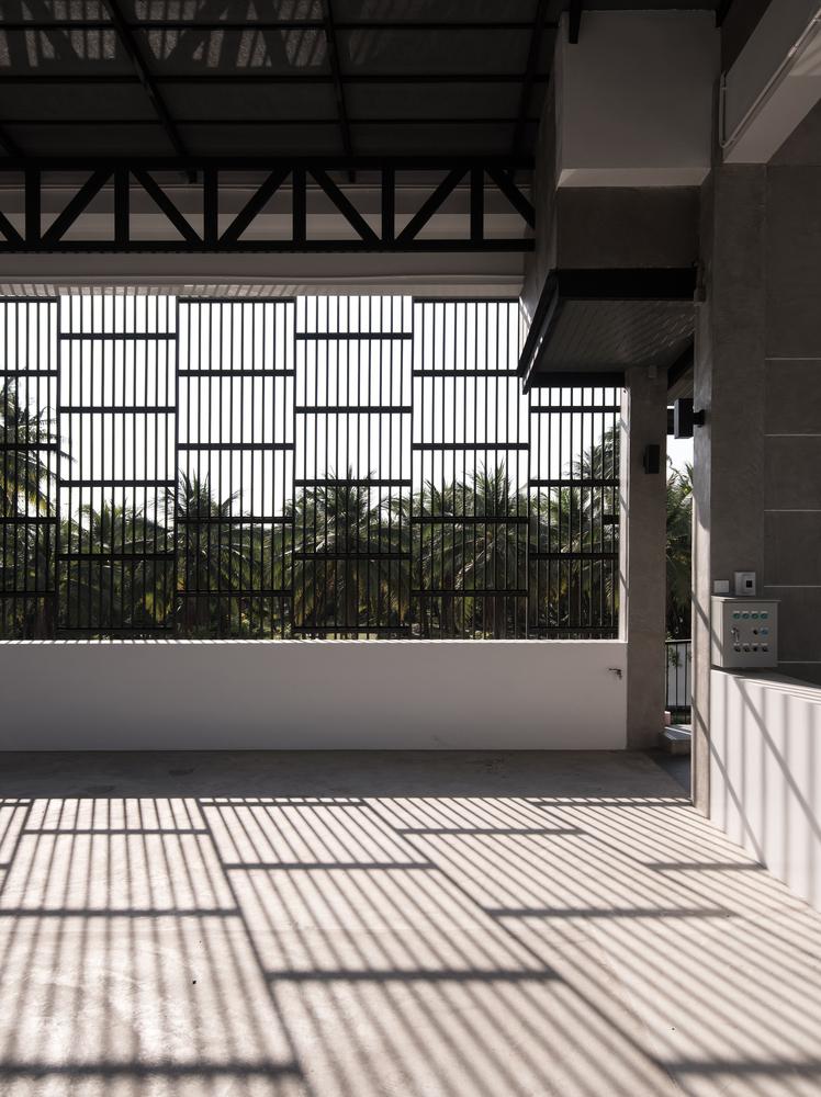 泰国现代田园式住宅外部实景图 (9)