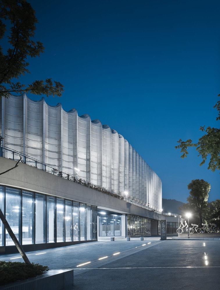 临安半透明轻盈的体育文化会展中心外部实景图 (15)