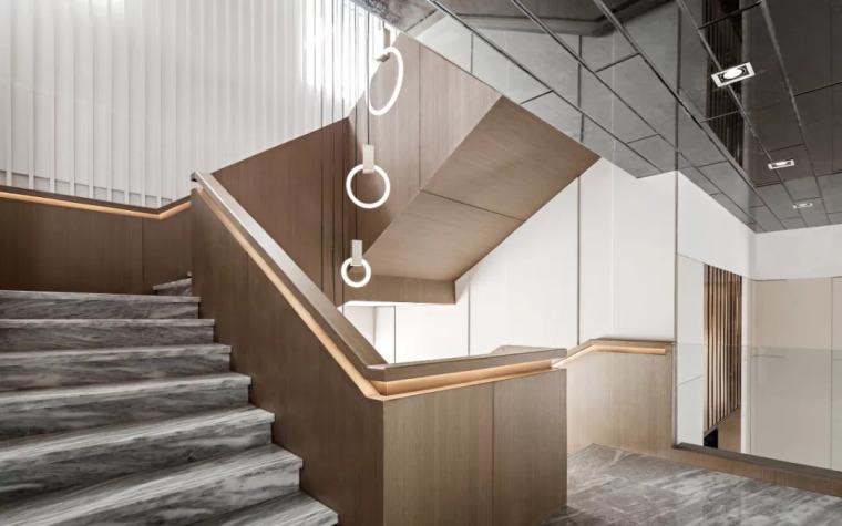 精致材料和简洁配饰,打造出低调素雅的空间_26