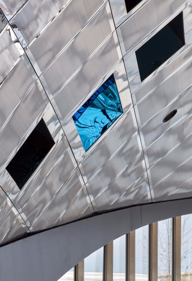弧形镜面天花板内的地铁站-14