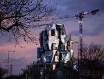 """弗兰克·盖里新作铝板+玻璃盒子堆砌出""""最不规则""""大厦"""