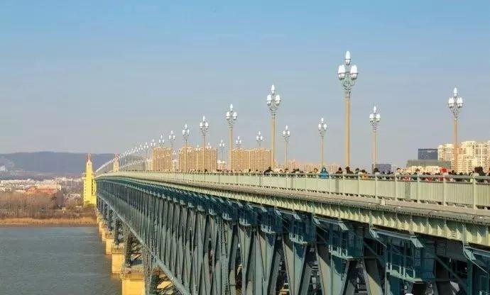 南京长江大桥98块浮雕内容揭秘,请看超级工程上的艺术精品!