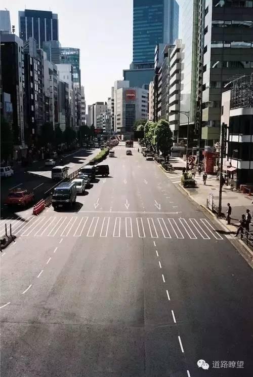 如果道路标线变成设计线稿会咋样?看日本的道路标线