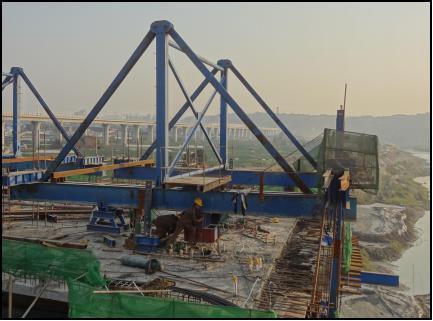大桥新型无轨道三角挂篮设计与施工的技术研发(13页)