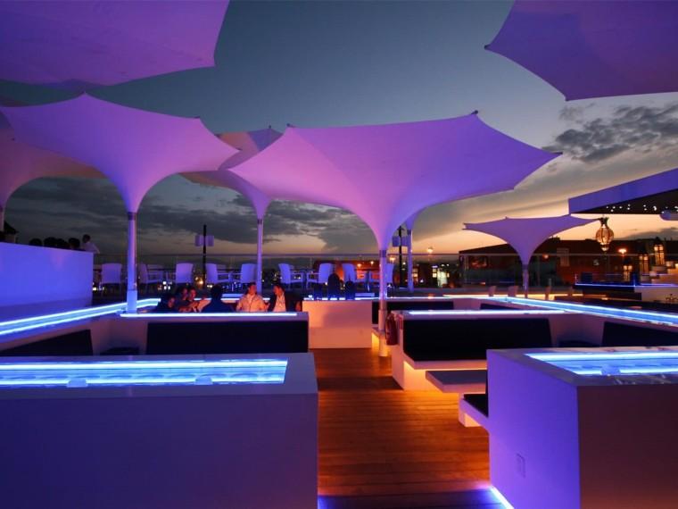 现代风格的水烟休息室景观