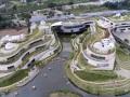 仿若身处绿色稻田办公,科技彰显自然力量的泰坦办公中心