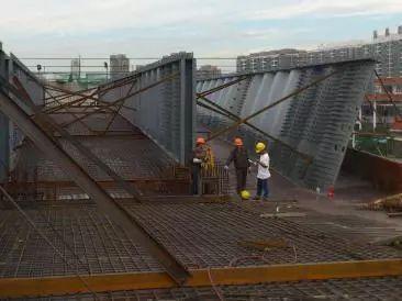 波形钢腹板组合体内外预应力混凝土箱梁施工工法_3