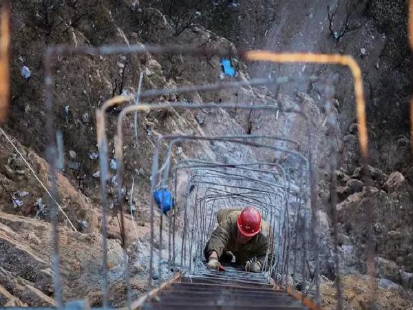 河北开建世界最长玻璃桥,超高空作业脚下即悬崖!_3