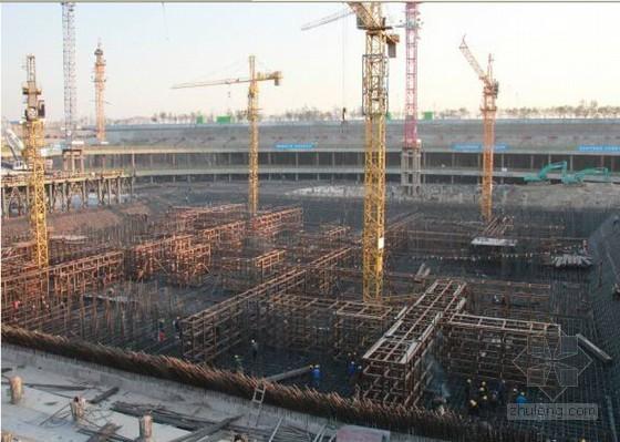 地标建筑底板高标号超厚超大体积混凝土施工技术汇报(160页 附图丰富 6.5万方)