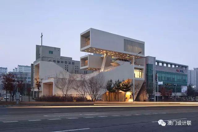 打破陈规的新式建筑,于城市中开放的观景台_1