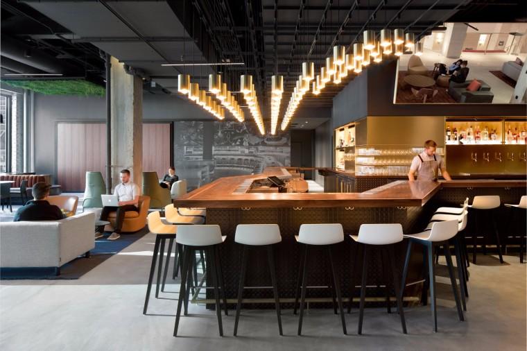 奇妙的镜面空间——A + I新的大厅和社交中心在芝加哥历史悠久的