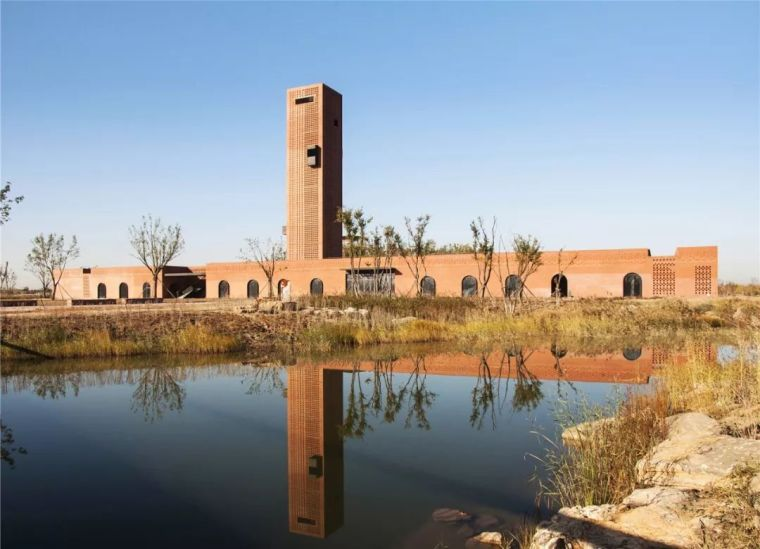 新作|爬上烟囱来看看:湿地中的红砖塔 / 空格建筑