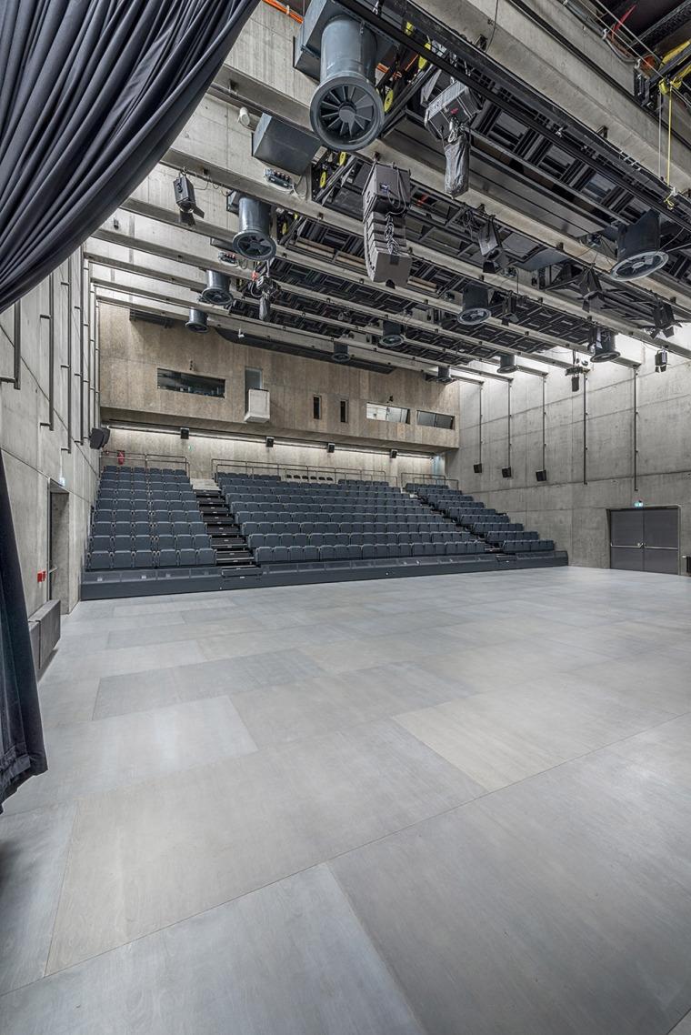 026-centre-for-contemporary-art-dox-by-petr-hajek-architekti