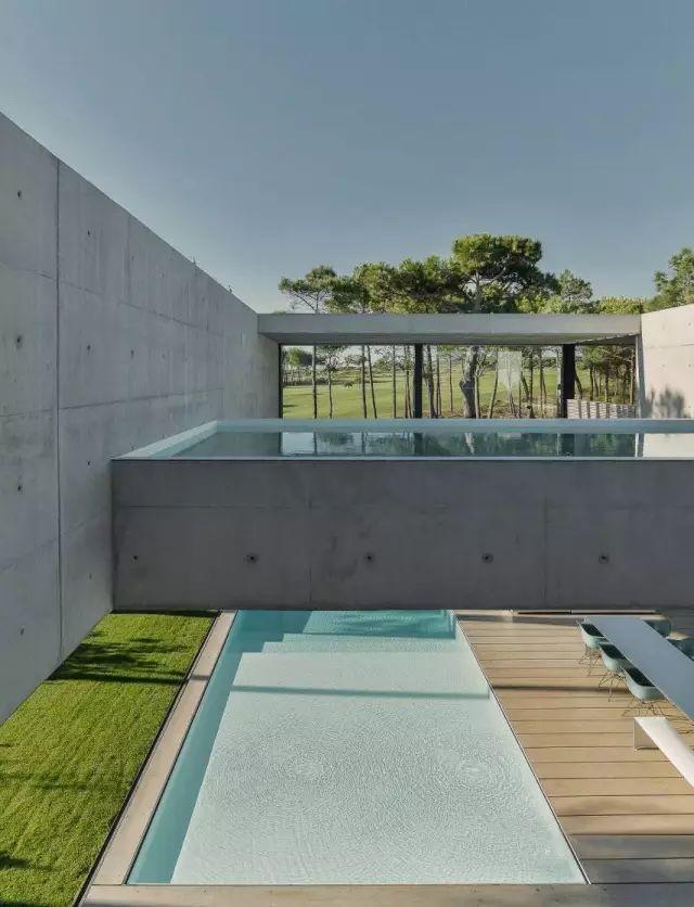 把屋顶设计成空中泳池,只有鬼才,才敢如此设计!_36