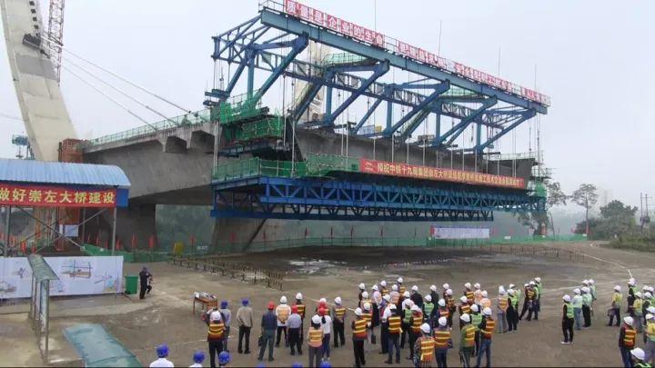团有限公司召开崇左大桥现场观摩暨施工技术交流会