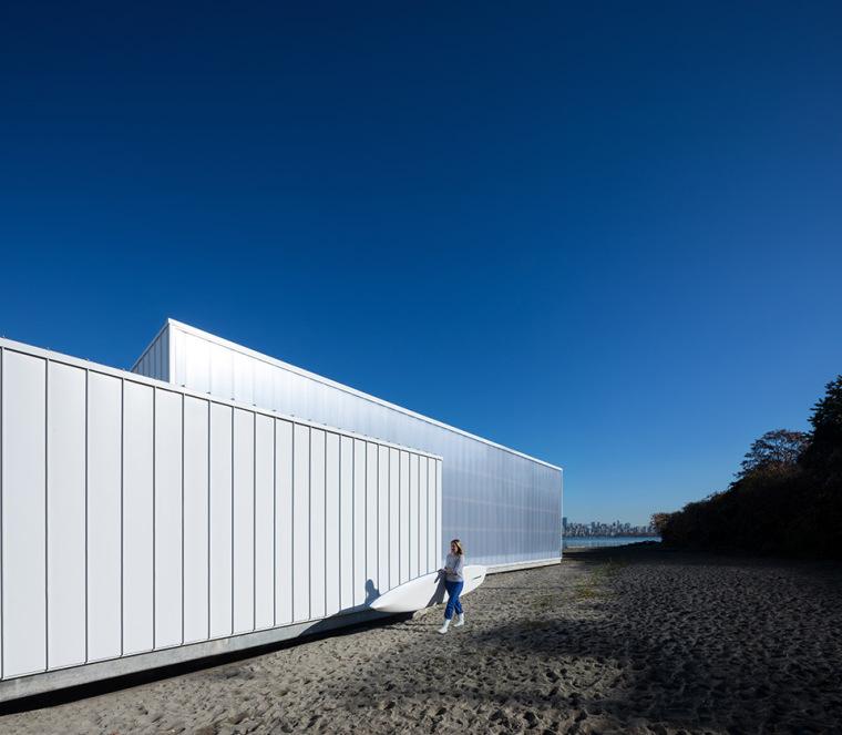 码头与海水交融的多功能建筑-3