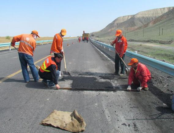 沥青路面坑槽修补材料及修补工艺