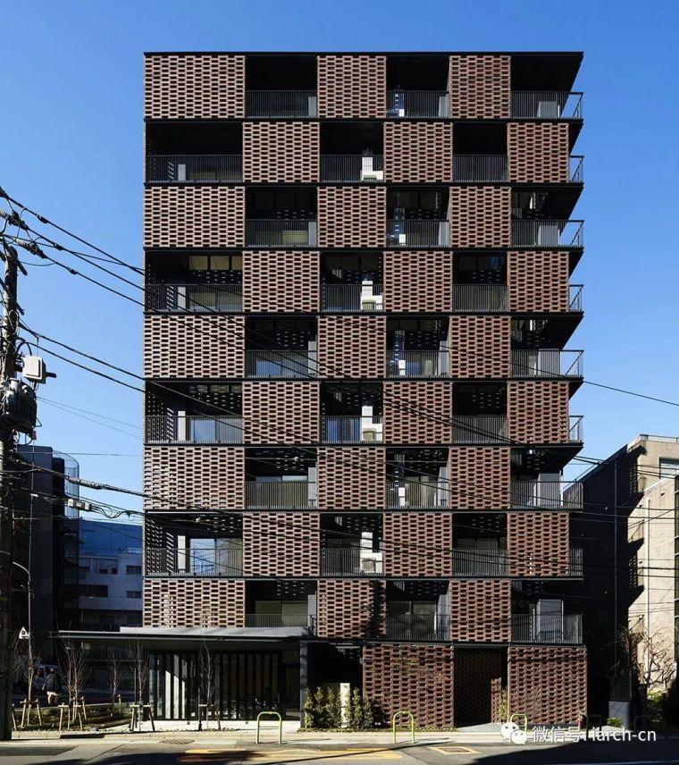 阳台一定要开放吗?这栋公寓用砖块砌出不一样的阳台