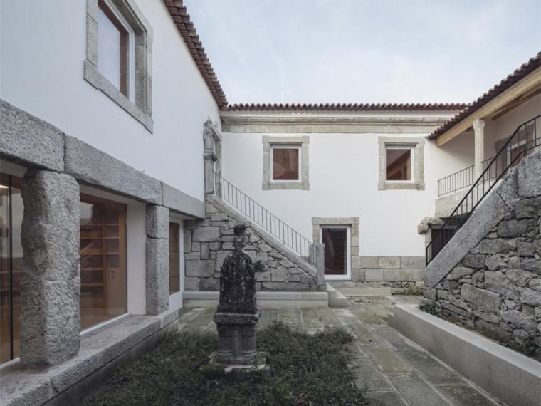 Varina地区图书馆资料下载-西班牙拜奥纳市公共图书馆