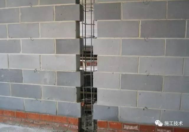 构造柱不支模板,直接浇混凝土,这技术厉害的不是一丁半点!