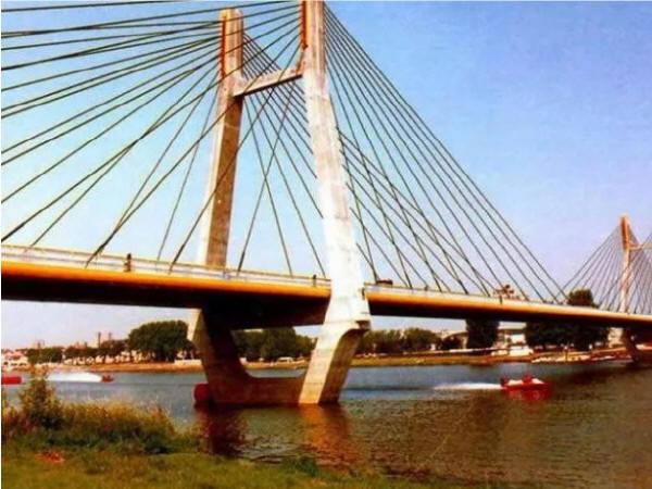 浅析桥梁工程碳纤维加固技术与维修管理