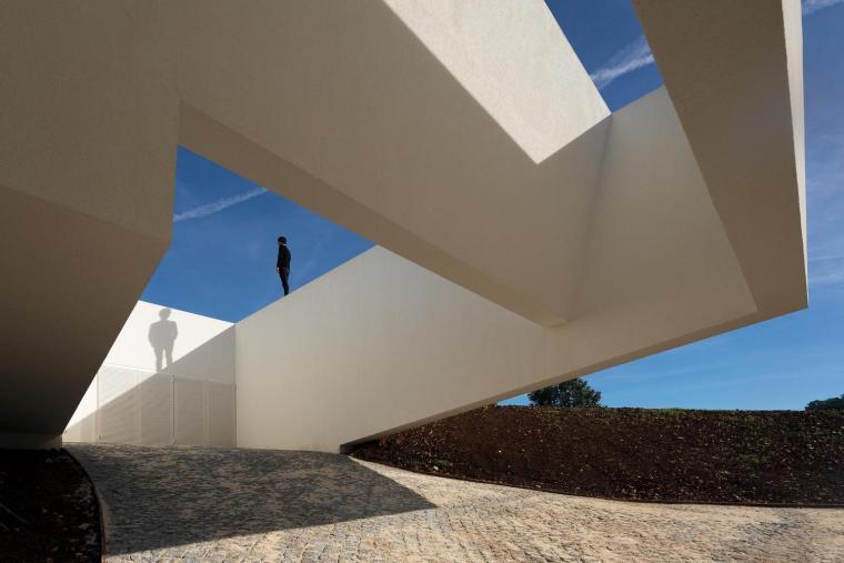葡萄牙雕塑艺术般写意的住宅-1551071390247099