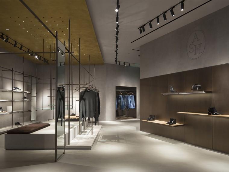 上海服装和鞋类品牌ASH旗舰店