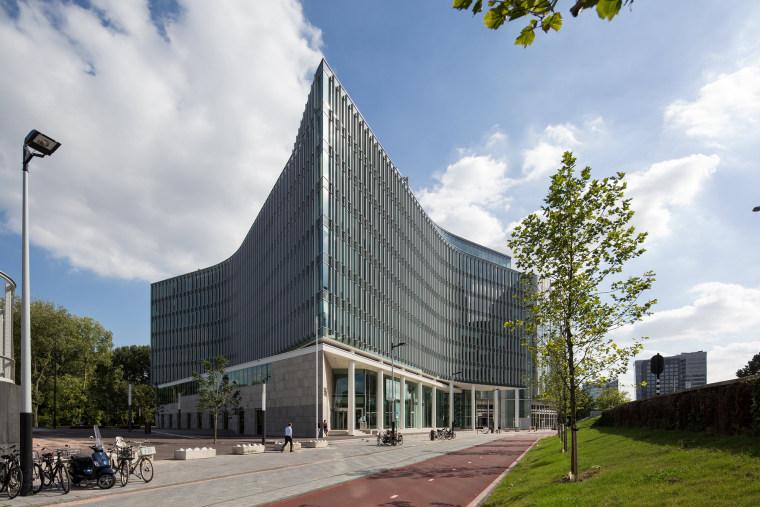 Vermeer资料下载-三角形布局与曲面弧形在几何形式的精妙结合——Stibbe法务总部大