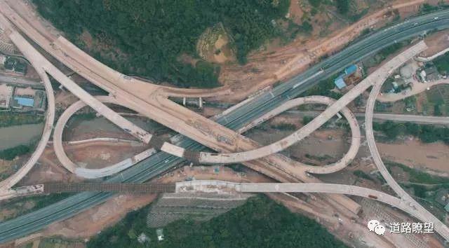 好嗨哦!雅康高速建成通车,致敬所有建设者!_14