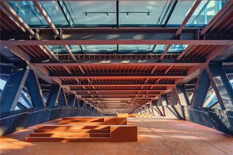碧水浮桥起画廊 吉首美术馆,坐落在桥上的建筑!