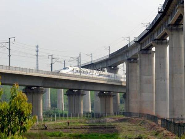 铁路桥临近既有线施工方案