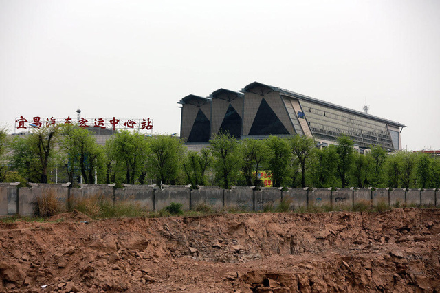 湖北宜昌客运站造型似棺材引吐槽