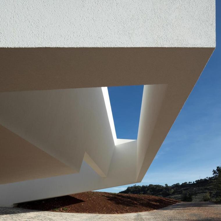 葡萄牙雕塑艺术般写意的住宅-1551071426198795