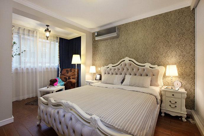 80平美式三居卧室背景墙壁纸装修效果图