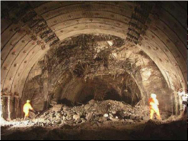 隧道围岩大变形问题与施工控制新技术研究
