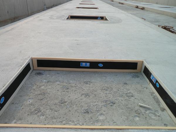 III型轨道板资料下载-CRTSIII型板铺设施工经验总结(PPT版)