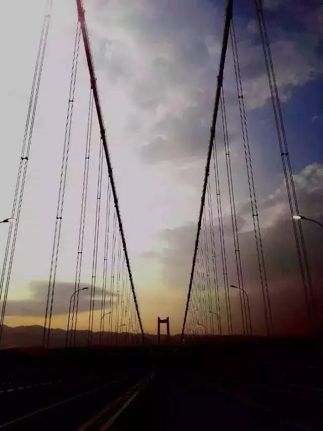 """""""亚洲第一大桥""""通车了,美国专家惊呆了!云雾浩渺,太壮观了_6"""