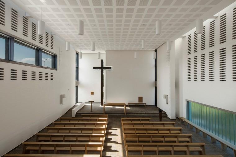 白色的圣塞西莉亚社区教堂-16