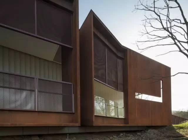 看建筑大师是如何使用锈钢板的?_42