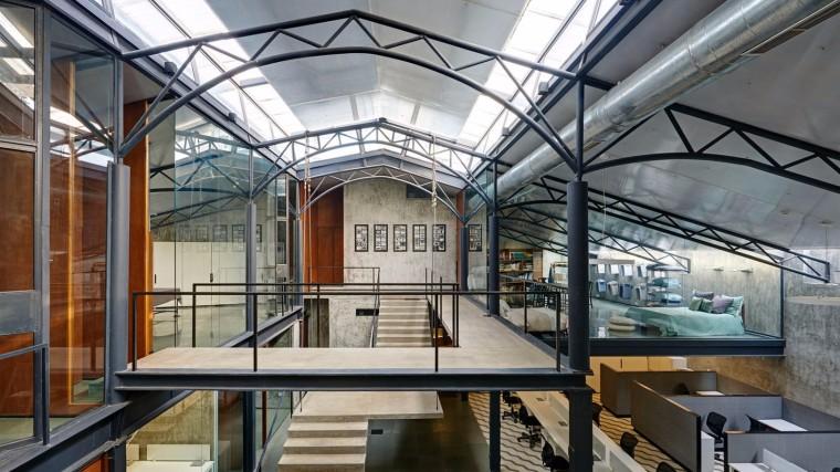 仓库改造后的办公室——悬浮于建筑中心的混凝土楼梯-1522677821945197.jpg