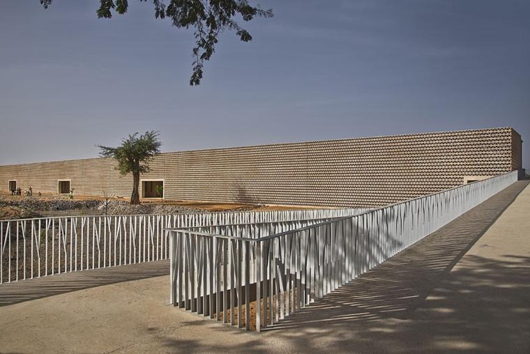 塞内加尔AliouneDiop大学教学楼-塞内加尔Alioune Diop大学教学楼实景图 (1)