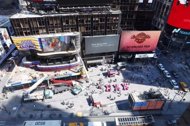 好玩的椅子又来了,这次是纽约时代广场的创新小景