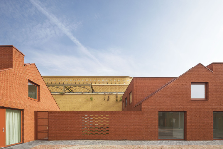 东方色彩构建的环绕停车场外部实景图 (3)