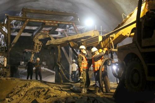 牡佳客专二标段隧道掘进任务完成过半