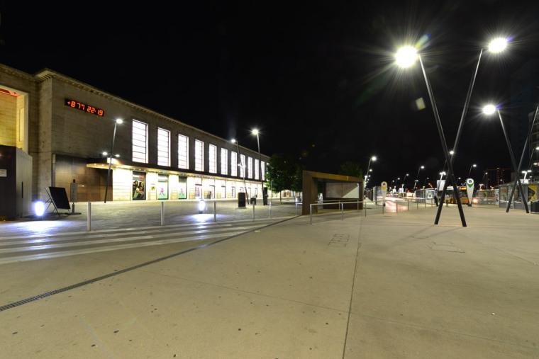 意大利火车站前广场_16